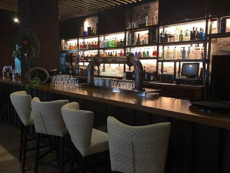 Bar & Klub  oleh VICTOR MONTERO DESIGN, Eklektik