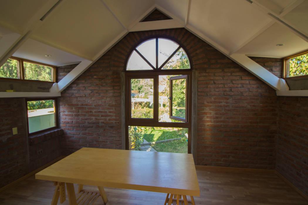 Remodelacion segundo piso, dormitorio y baño. de arquitectura oficio spa Rústico