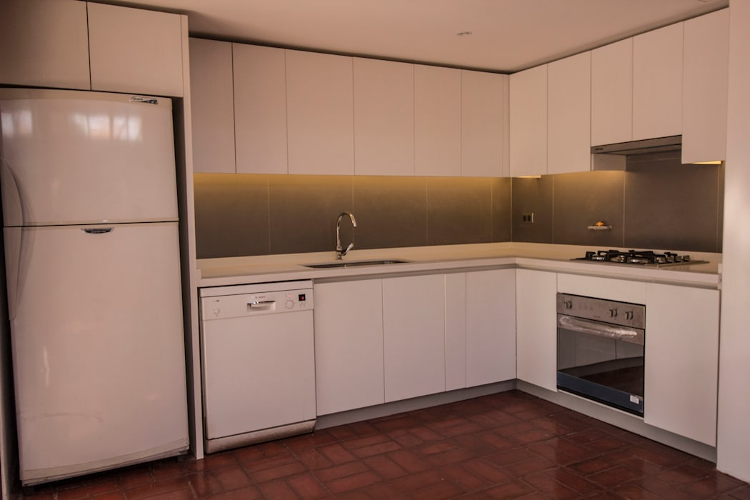 Construccion nueva cocina: Muebles de cocinas de estilo  por arquitectura oficio spa, Clásico