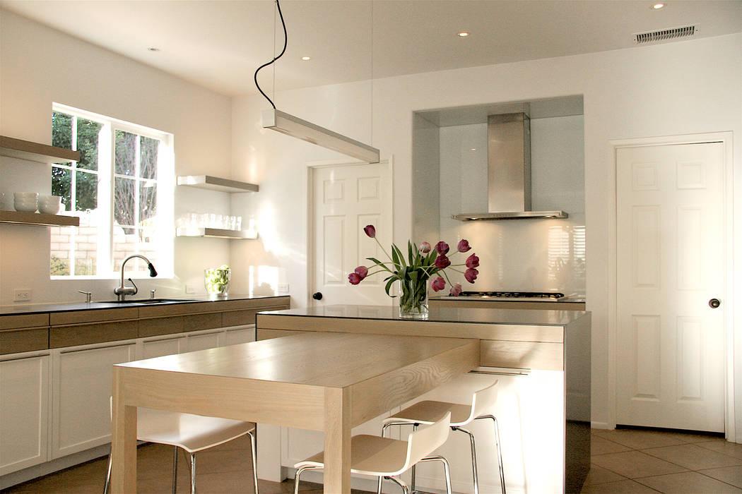 Thousand Oaks European Country Modern Kitchen Modern Kitchen by KINGDOM Modern