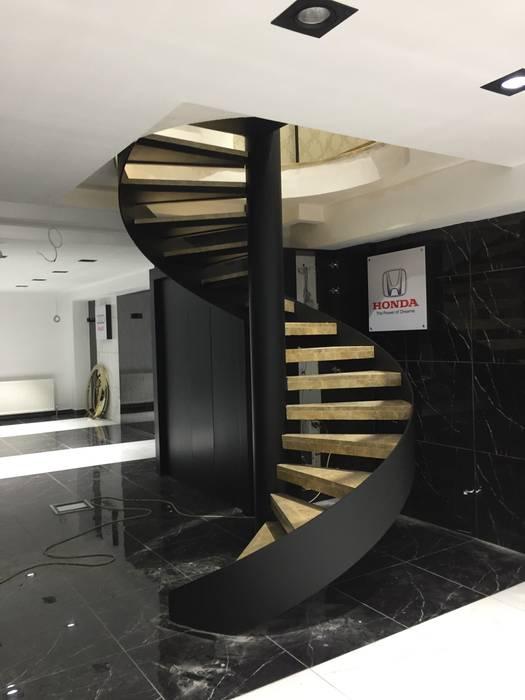Escaleras de estilo  por Pİ METAL TASARIM MERDİVEN, Moderno Hierro/Acero