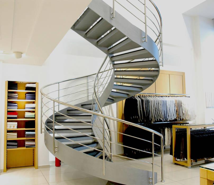 Pİ METAL TASARIM MERDİVEN – MAĞAZA ÇELİK MERDİVEN:  tarz Merdivenler, Modern Demir/Çelik
