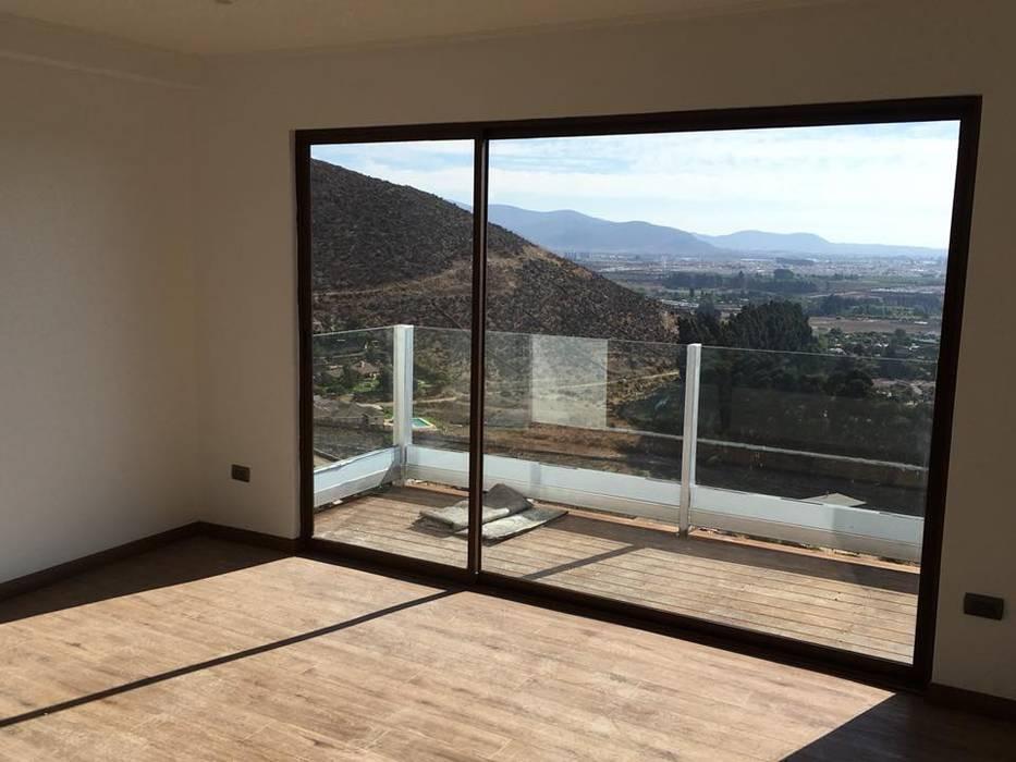 Puertas y ventanas de estilo mediterráneo de Casas Metal Mediterráneo Aluminio/Cinc