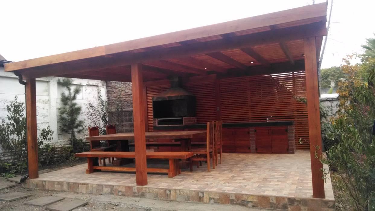 PERGOLA  CON ALERO : Lugares para eventos de estilo  por itamar ltda, Clásico