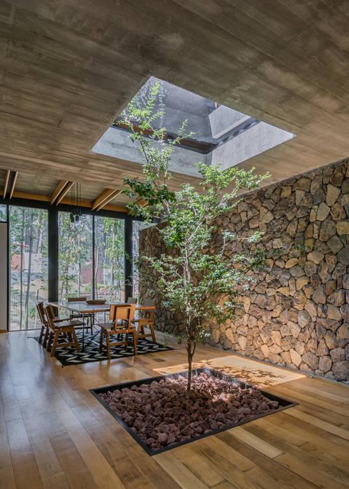 Patio comedor Comedores de estilo moderno de Saavedra Arquitectos Moderno Concreto