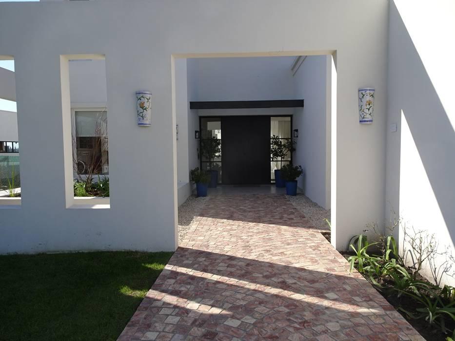 Casas unifamiliares de estilo  por Estudio Dillon Terzaghi Arquitectura - Pilar, Clásico Piedra