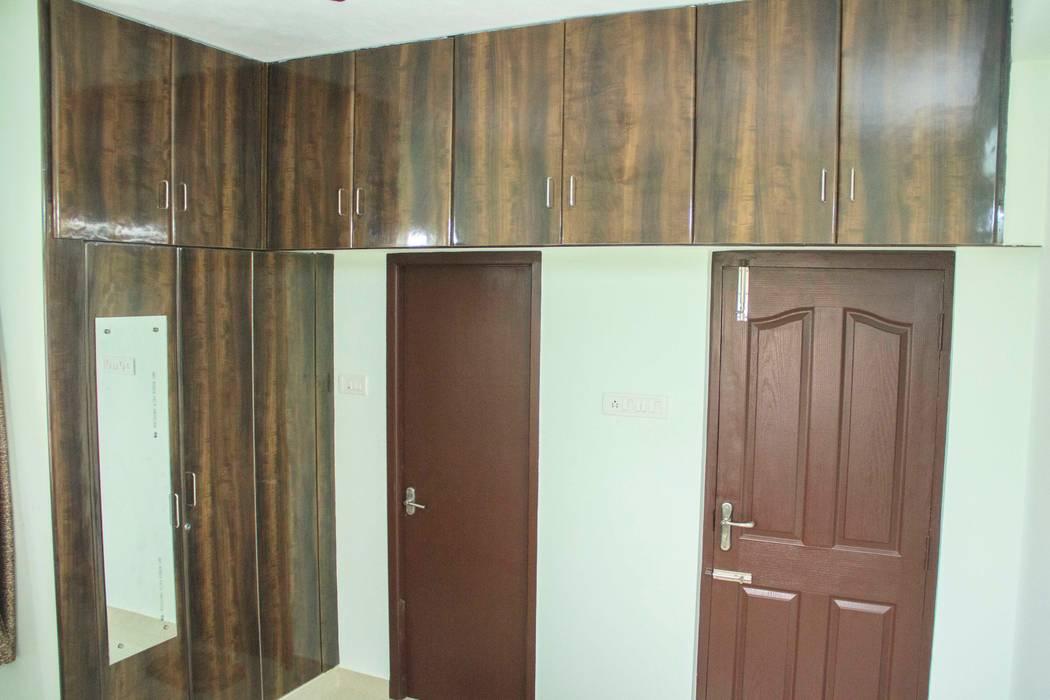 Bedroom storage unit & Closet Ajith interiors BedroomWardrobes & closets Wood Wood effect