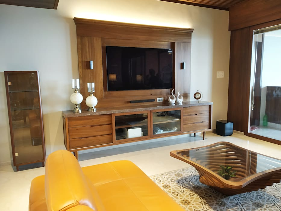 The Family den Eclectic style media room by AR. AISHANI KUMBHANI Eclectic Wood Wood effect