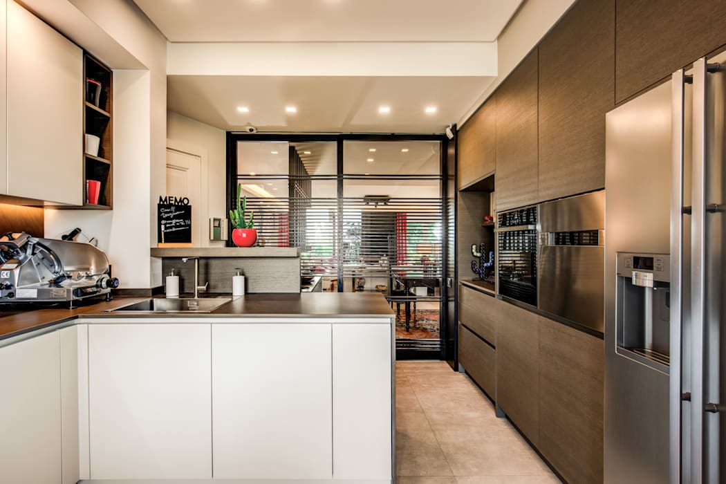 TRIONFALE MOB ARCHITECTS Cucina in stile asiatico