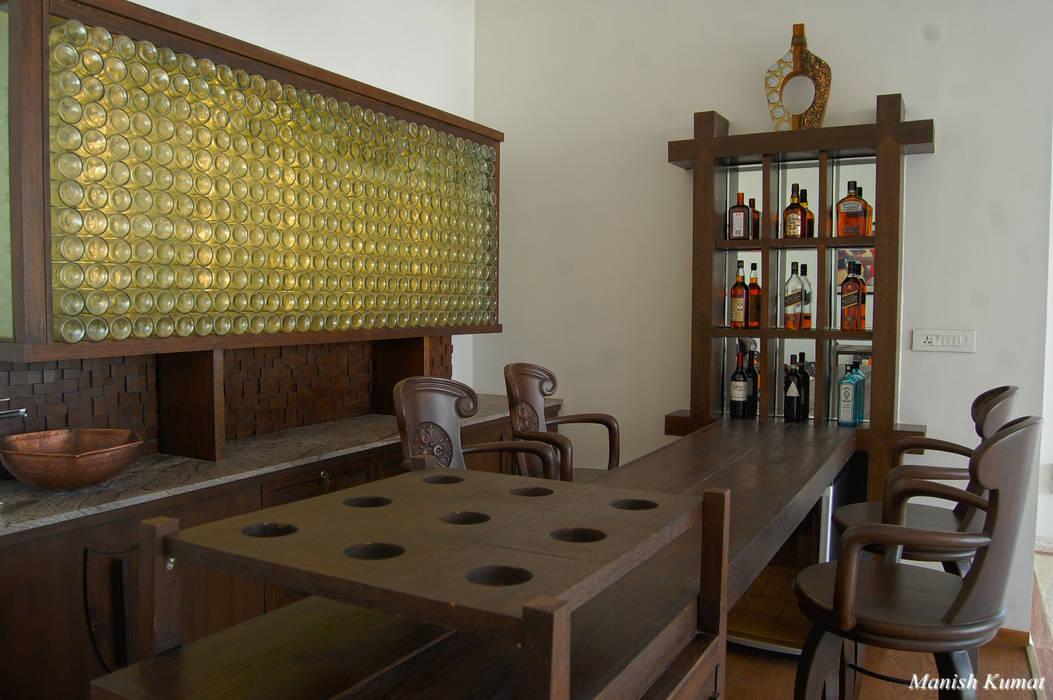 Anil Satwani Classic style wine cellar by Manish Kumat Classic