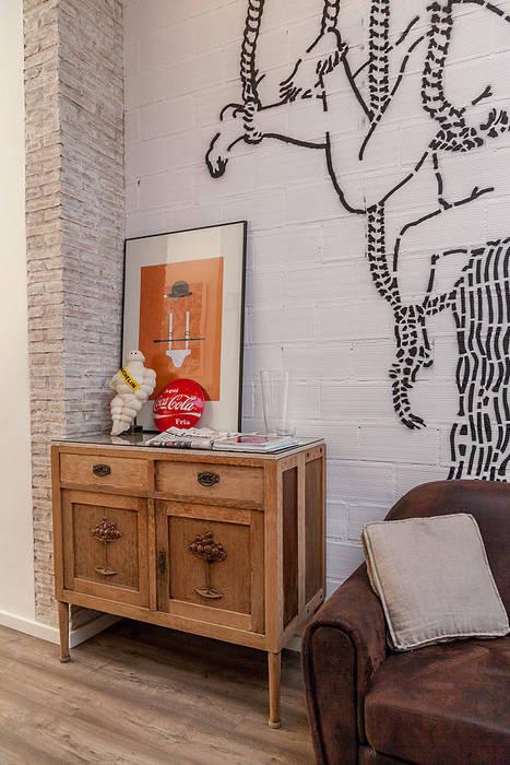 mobiliario Bares y clubs de estilo ecléctico de La Mano Derecha estudio Ecléctico