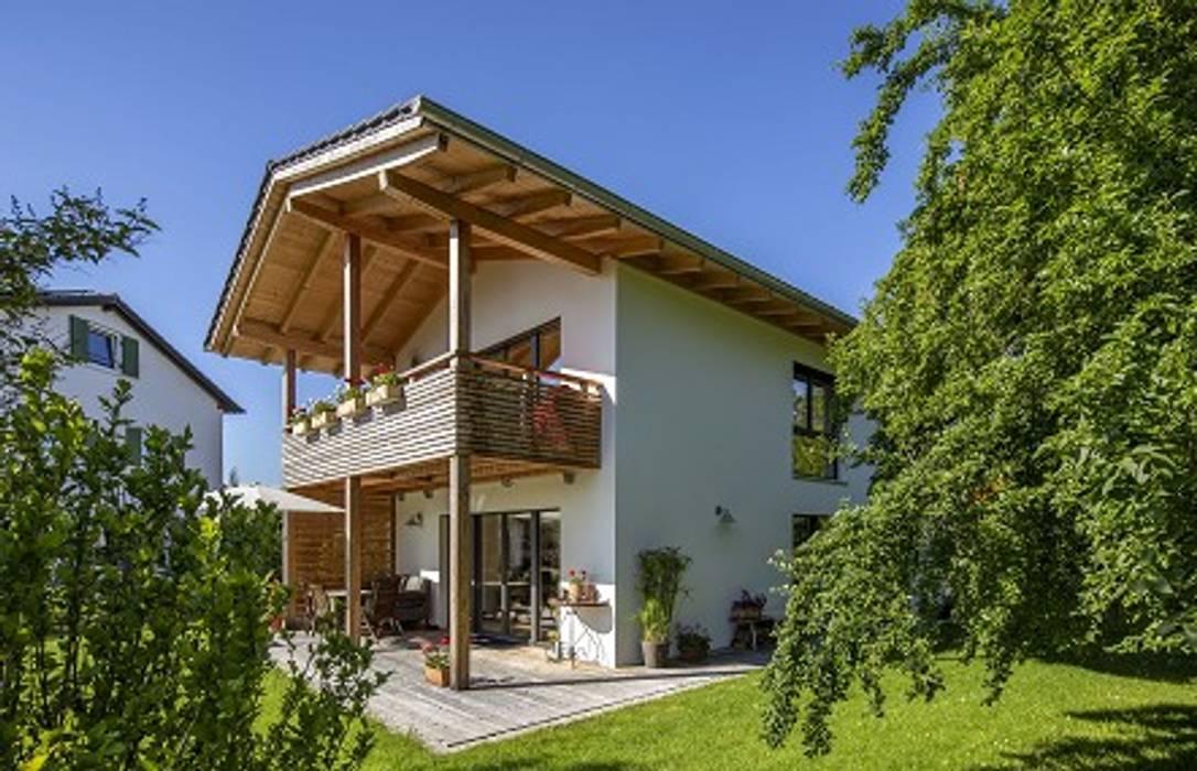 Casas unifamiliares de estilo  por Lebensraum Holz, Clásico Madera Acabado en madera