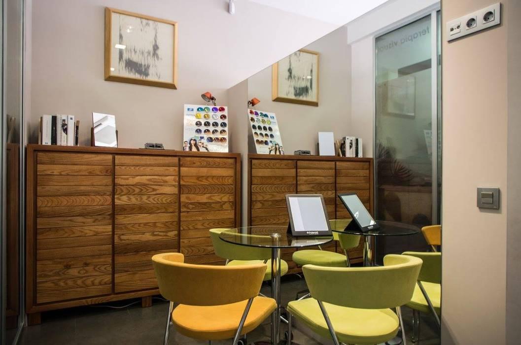 Acondicionamiento de Óptica y Audiología Oficinas y tiendas de estilo moderno de Alfaro Arquitecto 3A3 Moderno