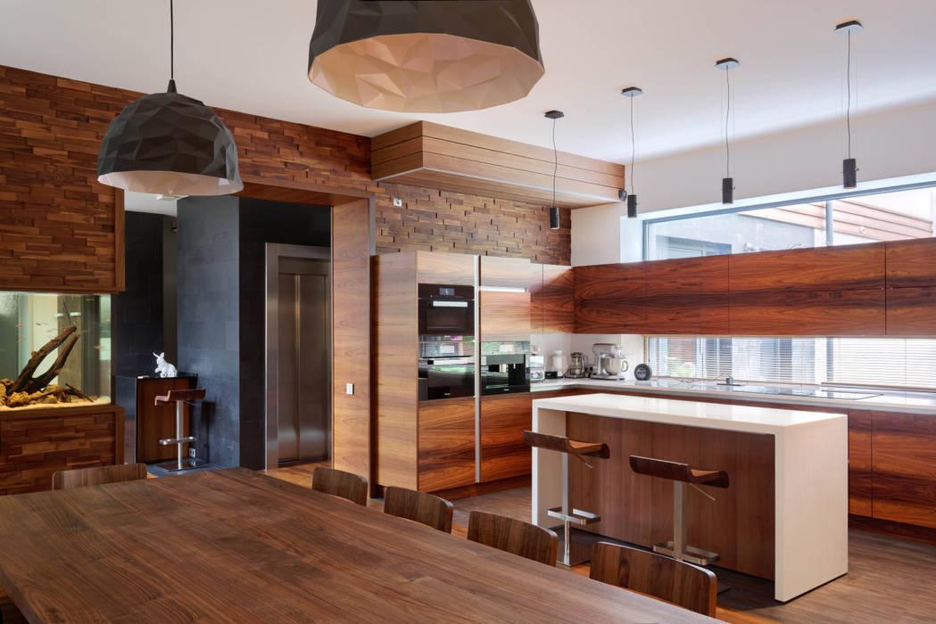 Nhà bếp theo Роман Леонидов - Архитектурное бюро, Tối giản