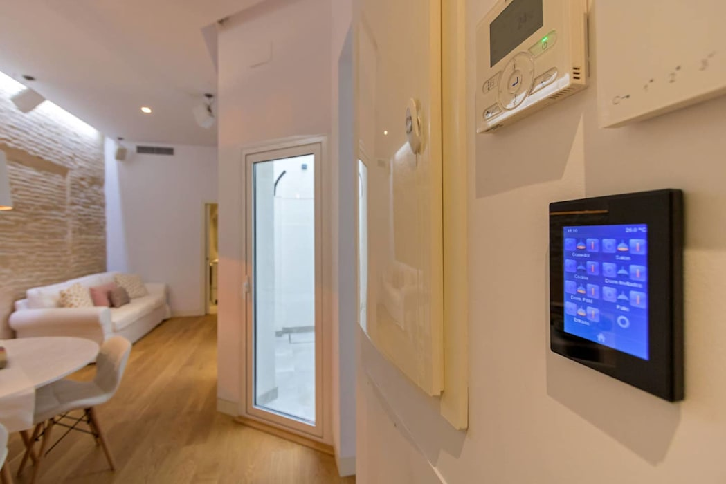Electronics by Domonova Soluciones Tecnológicas para tu vivienda en Madrid, Modern
