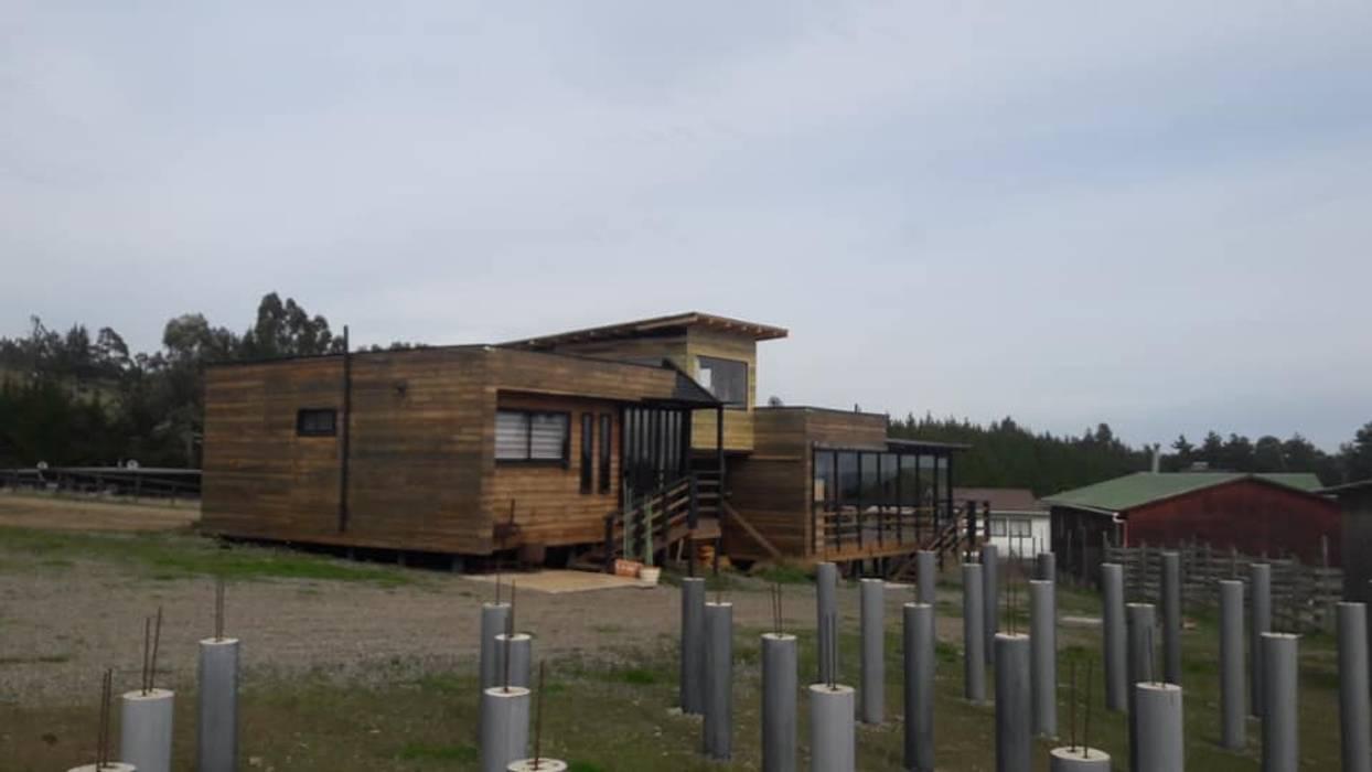 construccion unificada: Dormitorios pequeños de estilo  por Q-bo proyectos de construccion, Rústico Compuestos de madera y plástico