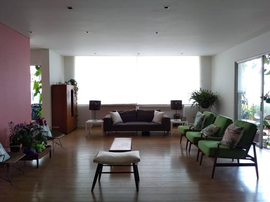Sala entrearquitectosestudio Salas modernas Madera Blanco
