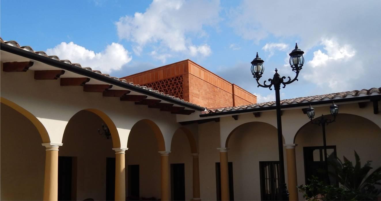 AGE/Alejandro Gaona Estudio Rustic style house Bricks Red
