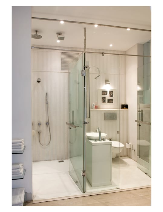 master bedroom Modern bathroom by Tanish Dzignz Modern