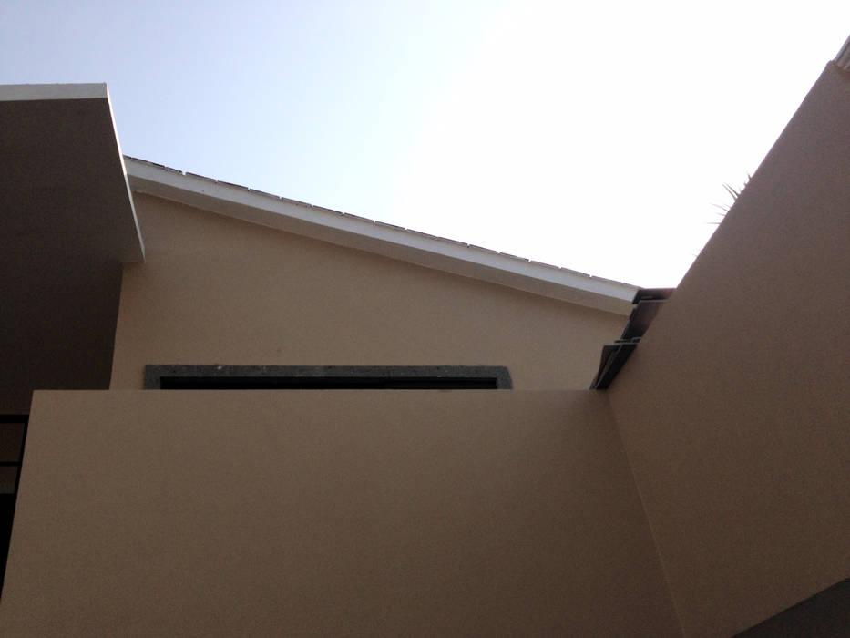 根據 Arqcubo Arquitectos 古典風 水泥