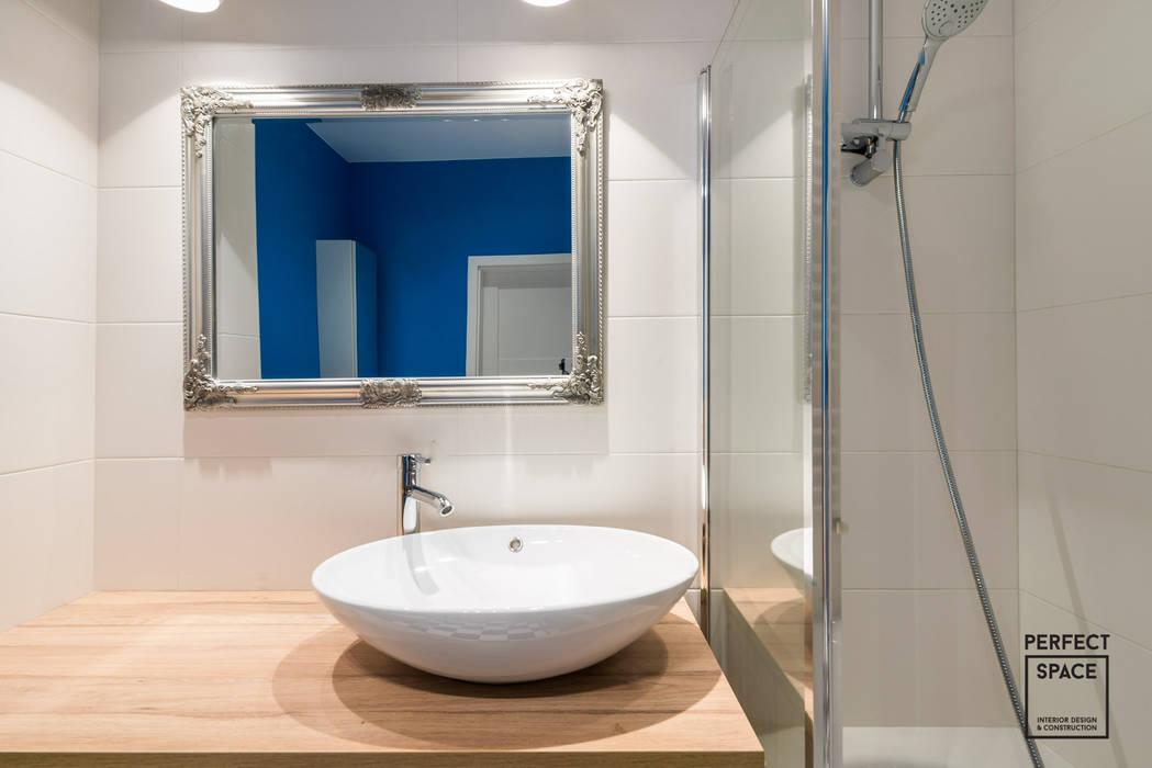 Niebieskie migdały Nowoczesna łazienka od Perfect Space Nowoczesny
