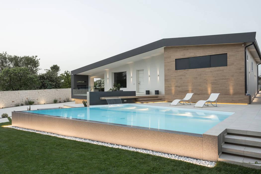 La piscina: Case in stile  di DFG Architetti Associati, Moderno