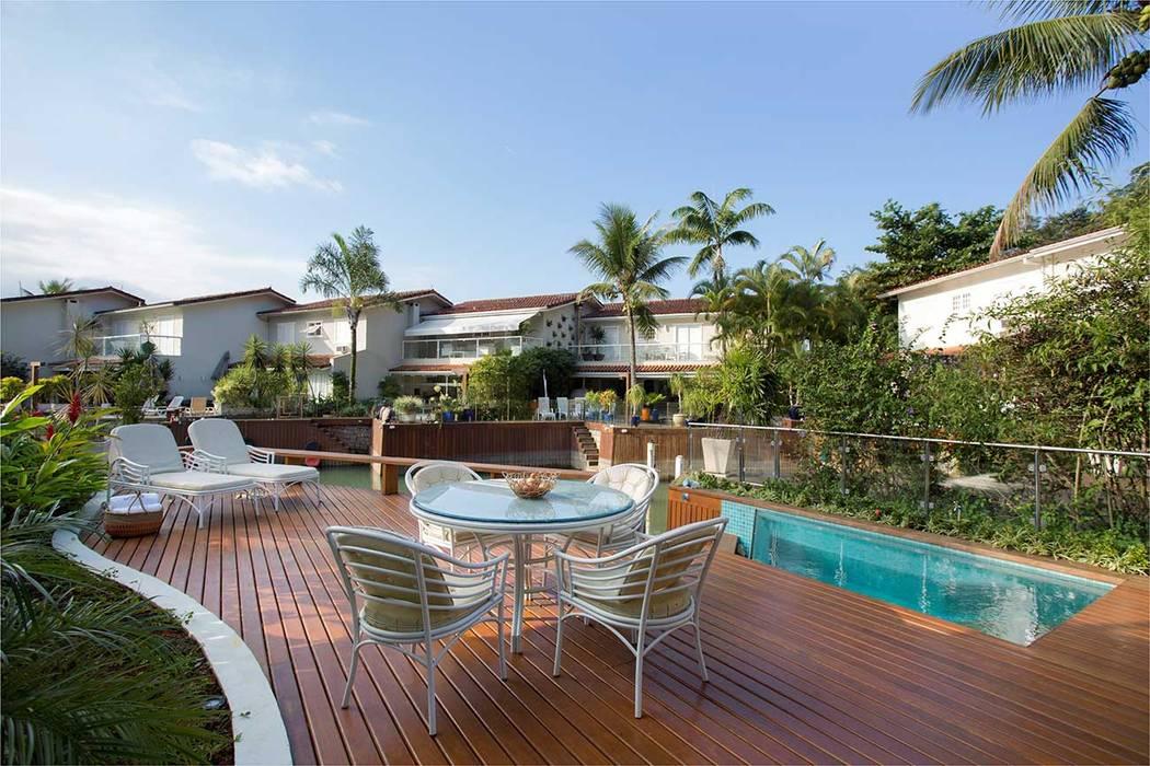 Casa SRC junto ao mar Varandas, marquises e terraços modernos por Viviane Cunha Arquitectura Moderno