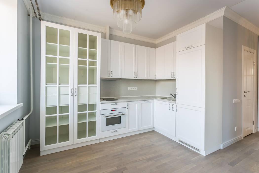 Ремонт маленькой кухни в однокомнатной квартире 40 кв. метров Бюро интерьеров ICON Кухня в классическом стиле Белый