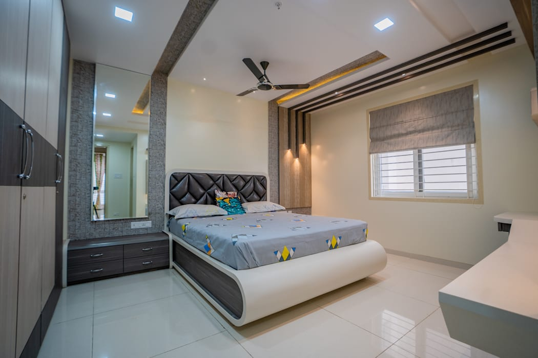 Luxurious Bedroom Designed by Nabh Design & Associates Nabh Design & Associates Modern style bedroom Chipboard White