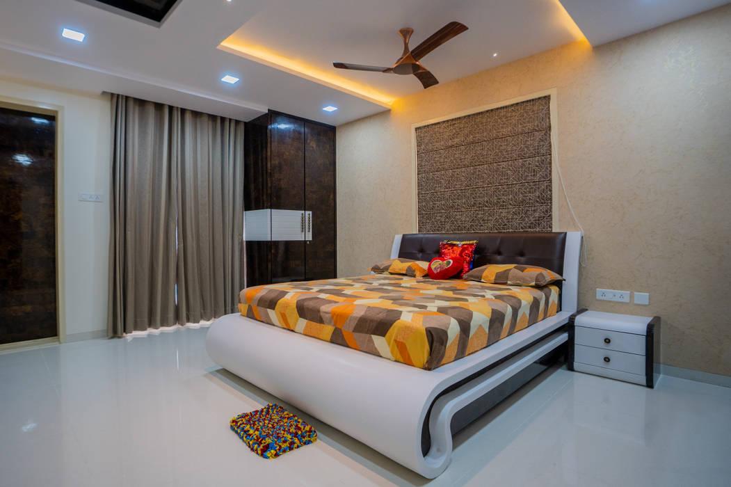 Luxurious Master Bedroom Designed by Nabh Design & Associates Nabh Design & Associates Modern style bedroom Engineered Wood Brown