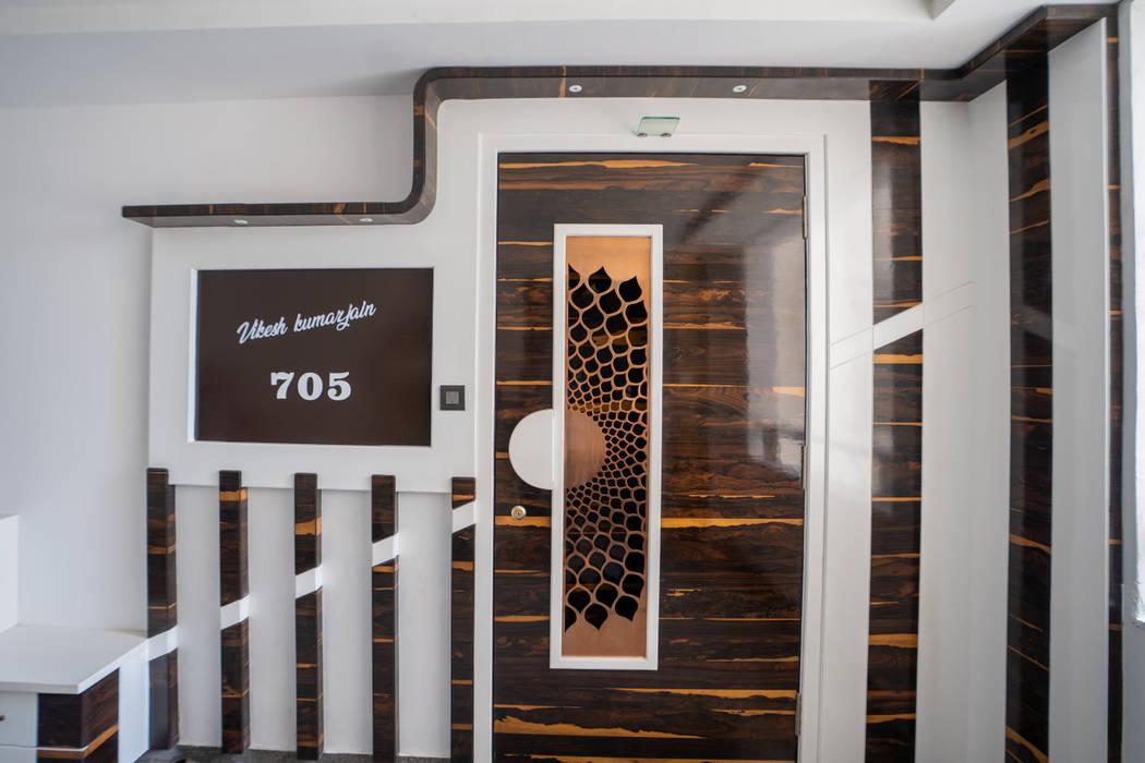 Luxurious Main Door Designed by Nabh Design & Associates Nabh Design & Associates Modern style doors Engineered Wood Brown