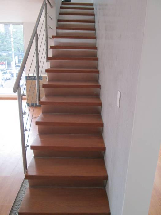 MADAN Arquitectos Escalier Fer / Acier Métallisé / Argent