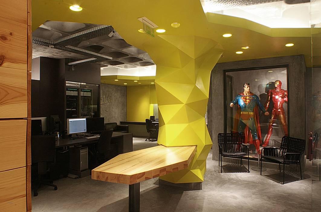 Mola Studio: Escritórios e Espaços de trabalho  por Novostudio Arquitectos,Moderno