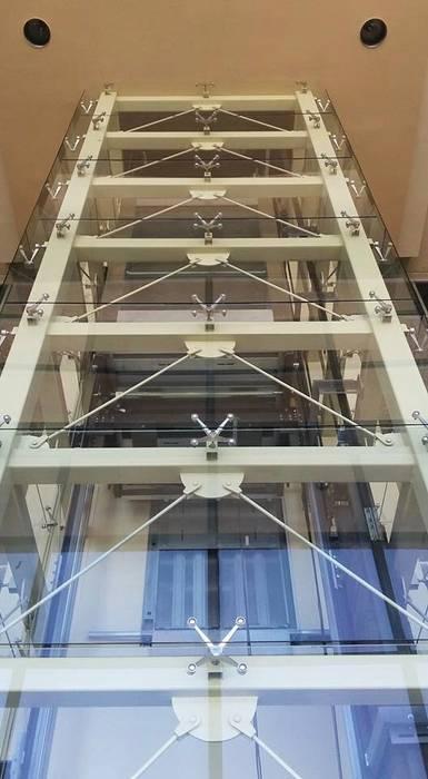 """Elevador en Vidrio 3/8"""" Templado. Puertas y ventanas de estilo industrial de OC VENTANAS Y PROYECTOS Industrial Vidrio"""