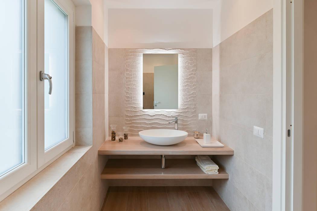 Villa Tarquinia - Mq.250 Bagno moderno di Studio Adek Moderno