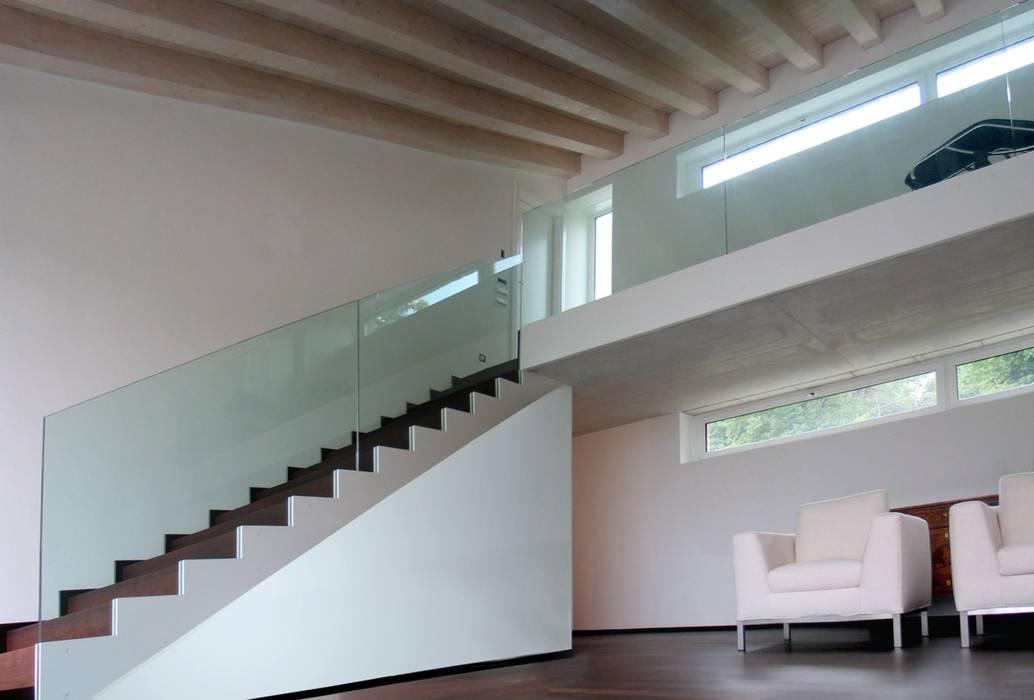 MOLTENI / BARON ASSOCIATI Salas de estilo moderno