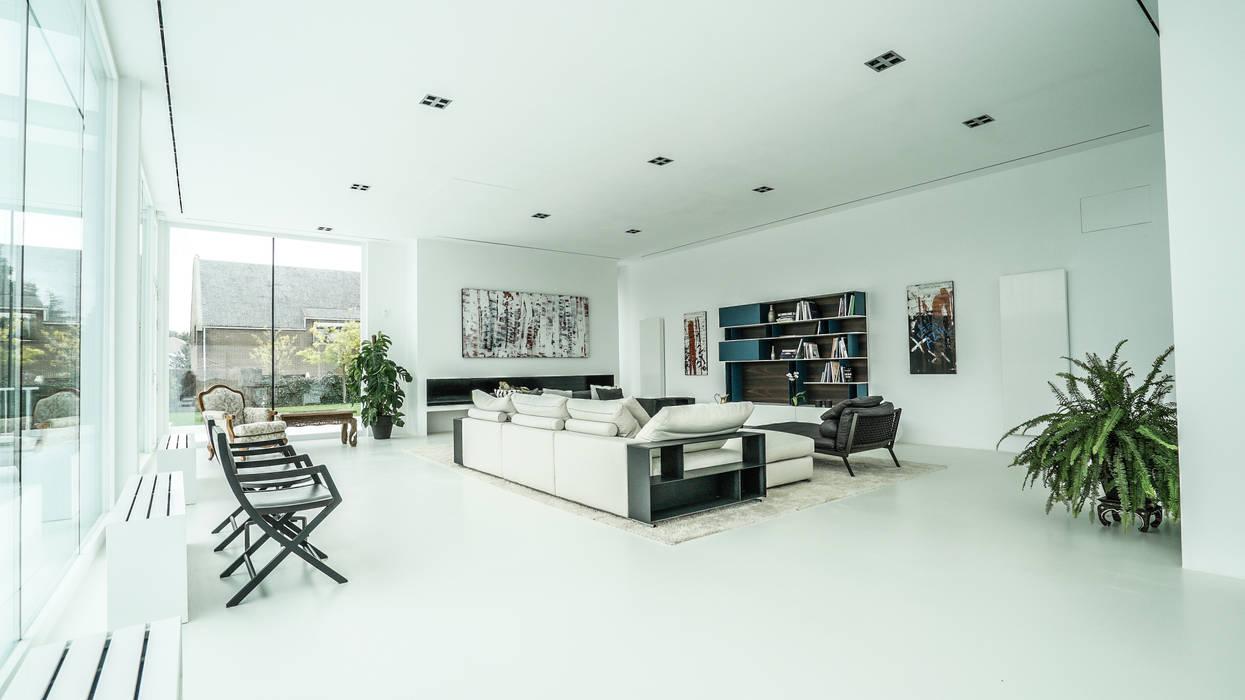 Crystal House Salones de estilo moderno de IBERMAISON Marbella Moderno