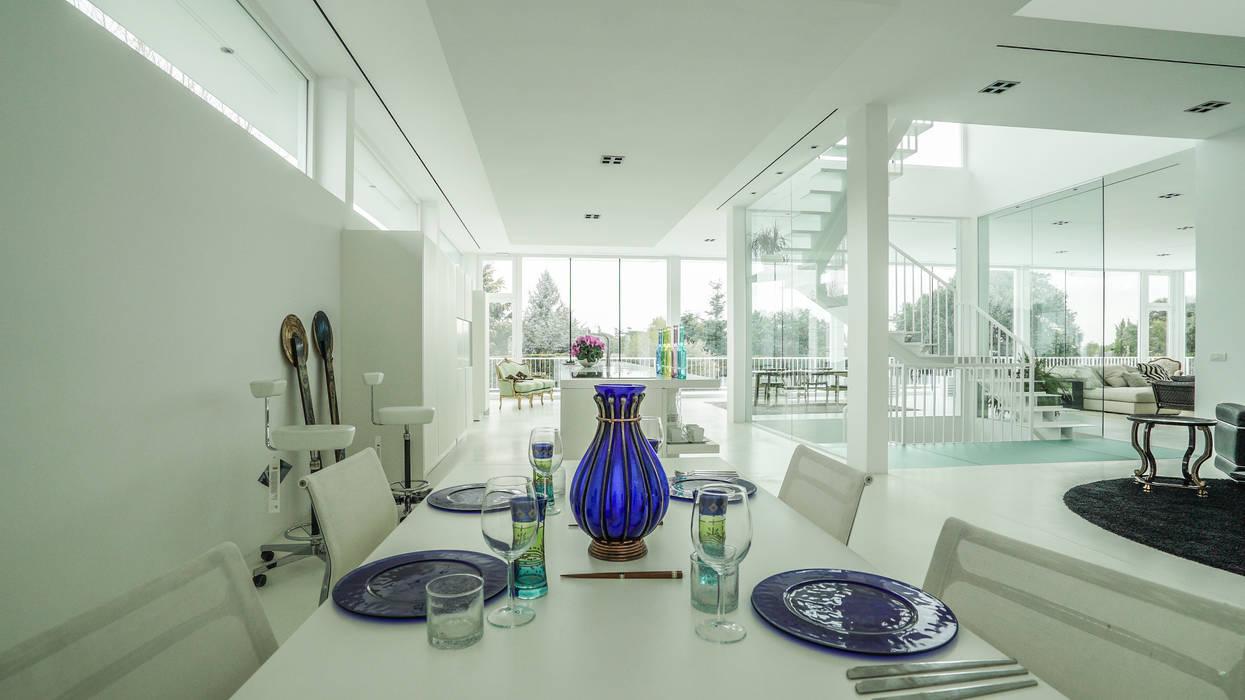 Crystal House Comedores de estilo moderno de IBERMAISON Marbella Moderno