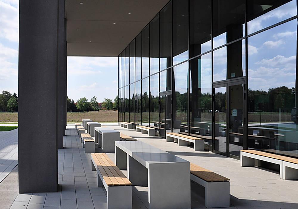 oggi-beton Balkon, Beranda & Teras Modern Beton