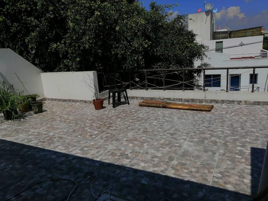 Toit-terrasse de style  par Espacios Mas Iluminados, Minimaliste Céramique