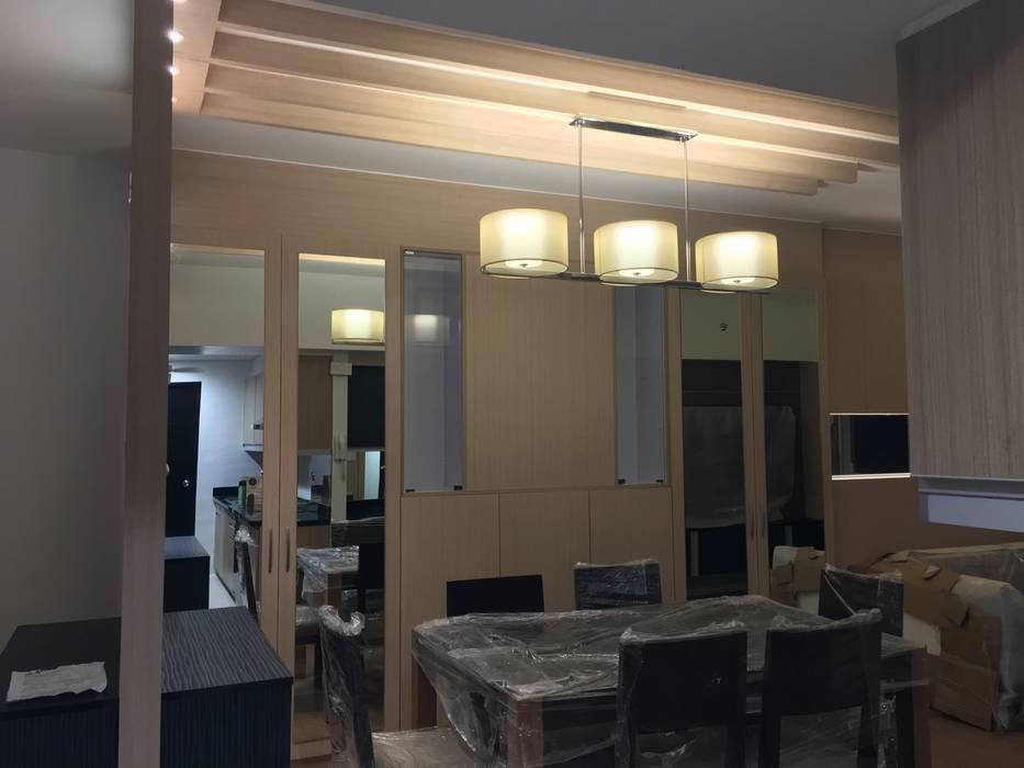 2 Bedroom Condominium Project:  Dining room by MKC DESIGN, Modern