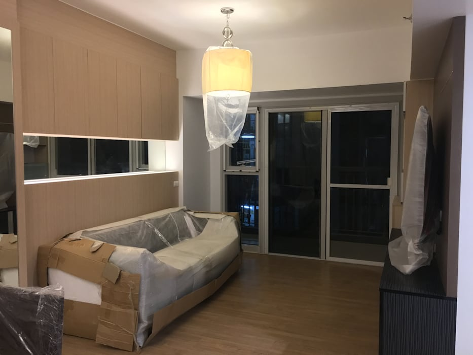 2 Bedroom Condominium Project:  Living room by MKC DESIGN, Modern