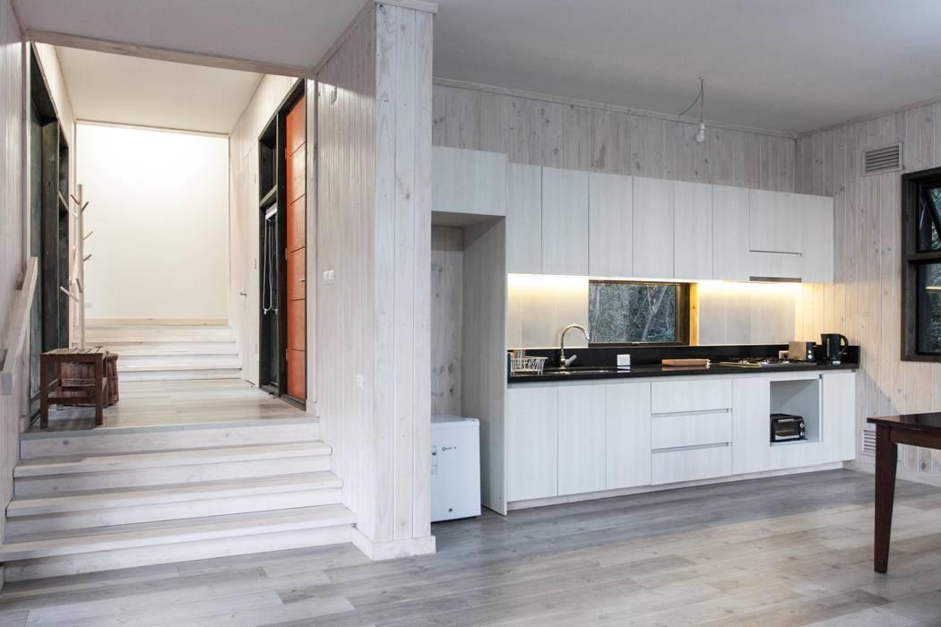 Cocina de MACIZO, ARQUITECTURA EN MADERA Moderno Madera Acabado en madera