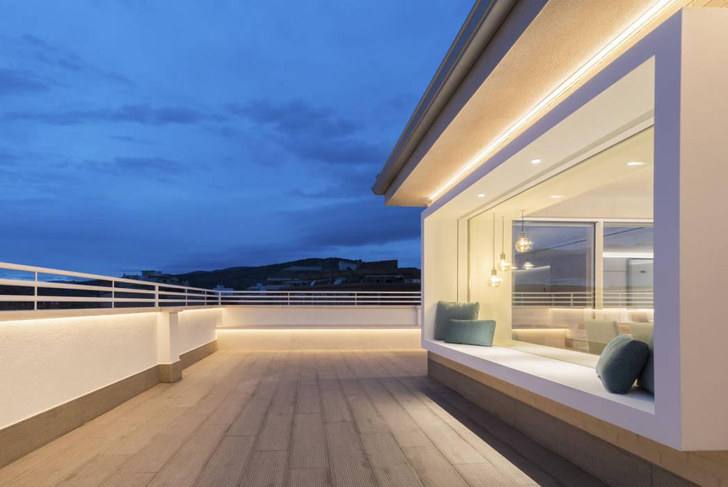Atico en Ontinyent, Valencia Balcones y terrazas de estilo minimalista de yuû arquitectura Minimalista Vidrio