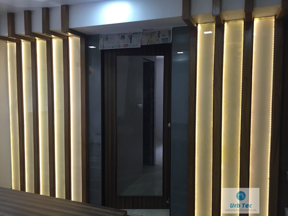 OFFICE IN NAGPUR Modern style doors by URBTEC ENGINEERING CONSTRUCTION PVT LTD Modern