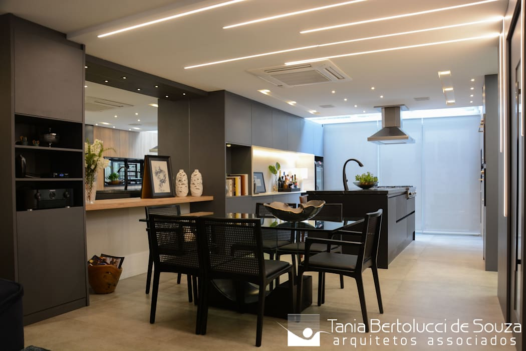 Modern dining room by Tania Bertolucci de Souza   Arquitetos Associados Modern