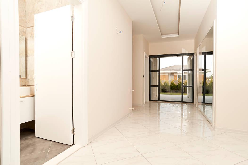 NAZZ Design Studio – GLS Mamurbaba Villaları -2 No'lu Villa:  tarz Koridor ve Hol, Modern