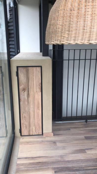 Puerta de MOKALI Carpintería Residencial Moderno