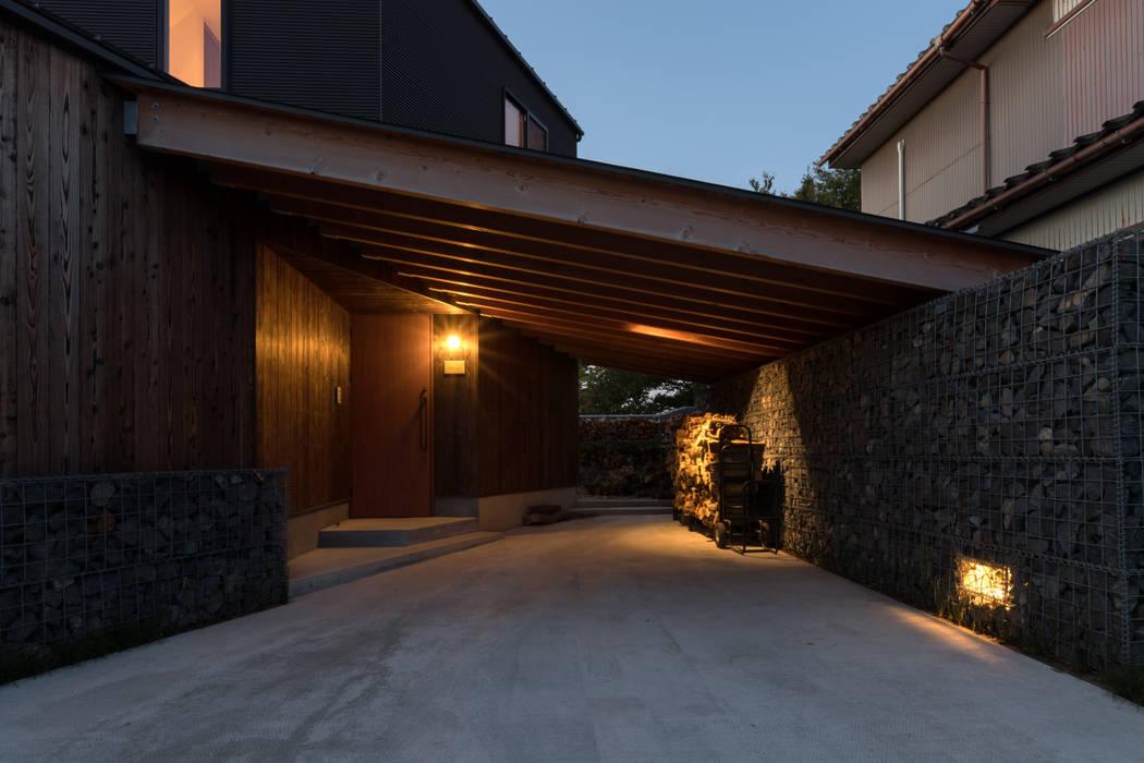 石籠の家 の 濱田修建築研究所 モダン