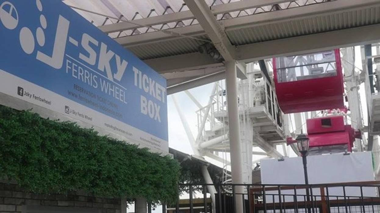 J sky Ferris Wheel, Bianglala, AEON Mall Cakung Pusat Perbelanjaan Tropis Oleh Fortuna Jaya Kreasi Tropis Komposit Kayu-Plastik